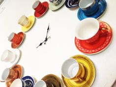 40 Ideas of How To Reuse Tea Cups Artistically // I love this clock, but I have no idea where to begin. :(  Gluing the cups to the saucers and then to a plank of wood, maybe?