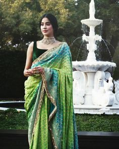 Jhanvi Kapoor in a green bandhani Manish Malhotra saree with velvet green saree blouse. Manish Malhotra Saree, Sabyasachi, Lehenga Choli, Indian Wedding Outfits, Bridal Outfits, Indian Outfits, Beach Outfits, Indian Clothes, Indian Weddings