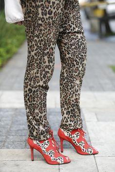 calca oncinha sandalia oncinha2 - Juliana e a Moda   Dicas de moda e beleza por Juliana Ali