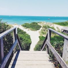 theglitterguide:  Time to explore Jetties Beach - @lovelydetails #nantucket #travelwithgg