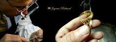 Joyería Richard pone a disposición de sus clientes el servicio de reparación de joyas, gracias a los hábiles orfebres que detallan hasta la perfección cada una de sus joyas, dejándolas renovadas y resplandecientes asegurando su cuidado y durabilidad en el tiempo.  Podrás solicitar también servicio de enchape en oro blanco, amarillo y rojo, reducción y ampliación de anillos, cadenas y pulseras, soldadura de oro y engaste de piedras. Ademas se presta el servicio de grabado sobre sus joyas.