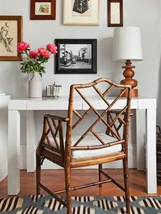 Small Home Office Interior Parsons desk, Chippendale chair Home Interior, Interior Decorating, Interior Design, Design Interiors, Interior Ideas, Decorating Ideas, Decor Ideas, Office Deco, Chippendale Chairs