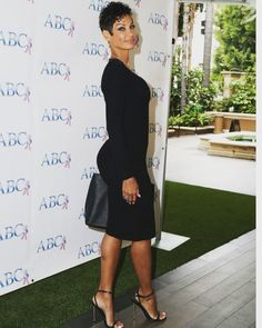 black women curves line Black Women Fashion, Womens Fashion, Fashion Edgy, Fashion Models, High Fashion, Nicole Murphy, Beautiful Black Women, Simply Beautiful, Female Models