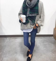 oversize sweater // scarf // skinnies