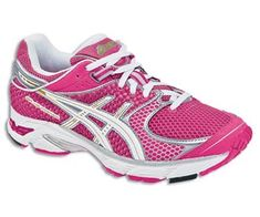 Asics Gel DS Trainer 16. What a color! Mine are turcoise. Anyway, great shoes for a marathon.