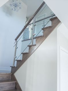 Escalier sur mesure// Custome-made staircase #stairs #staircase #wood #glass #stainless #residentialproject #boutiqueduplancher Glass Railing, Stairs, Home Decor, Balconies, Engineered Wood, Banisters, Barn, Bedroom, Stairway