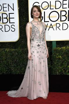 Emma Stone Photos Photos - Actress Emma Stone attends the 74th Annual Golden Globe Awards at The Beverly Hilton Hotel on January 8, 2017 in Beverly Hills, California. - 74th Annual Golden Globe Awards - Arrivals