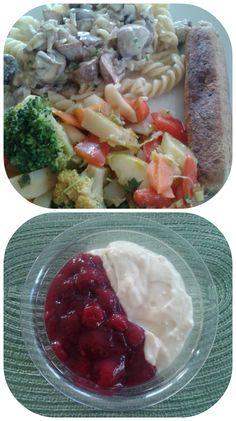 Essen bei Mama auf humuswhereyourheartis: Nudeln mit Champignon-SojaCuisine-Sauce, Gemüsepfanne und einem Tofuwürstchen und danach noch Himbeerkompott und Vanillejoghurt. Besser kann's einem nicht gehen! ;)