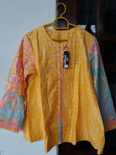 Rp. 85K #batikindonesia #batikpekalongan #batikpastel #batikmodern #batikwanita #atasanbatik #indonesianbatik