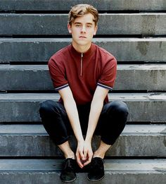 ((Connor franta)) Hey guys im connor. Im 18, single and looking i guess. Im addicted to drinking and driving fast, probably not a good combo....Ummm so yeah introduce yourself!