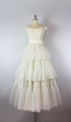 vintage 50s wedding dress / 1950s creamy white lace and tulle