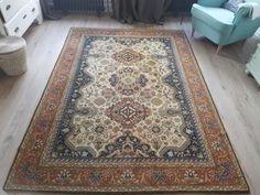 Mooi vintage karaghan vloerkleed van het merk brink en campman. Lijkt op een perzisch tapijt, maar is van nederlands fabrikaat. Ziet er goed uit, naast hele lichte vlek rechts midden. Design nr: 4305
