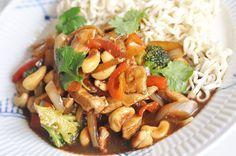 Ljuvligmat.se - en mat- och bakblogg - Chicken cashew Baby Food Recipes, New Recipes, Vegetarian Recipes, Chicken Recipes, Healthy Recipes, Food Baby, Dinner Recipes, Food Fantasy, Wok