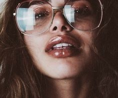 retro makeup look glitter eyelids glossy lip Beauty Makeup, Hair Makeup, Hair Beauty, Pretty People, Beautiful People, Retro Makeup, Girls With Glasses, 70s Glasses, We Are The World