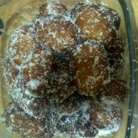 Tasty spicy cape malay type of doughnut comfy food served with hot coffee on cold rainy days Tea Recipes, Cake Recipes, Cooking Recipes, Koeksister Recipe South Africa, Koeksisters Recipe, South African Recipes, Africa Recipes, Malay Food, Cakes And More