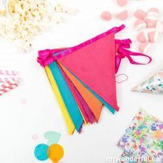 Halloween Party Decor, Decorations, Parties Kids, Pop Of Color, Clowns, Garlands, Bias Tape, Colors, Dekoration