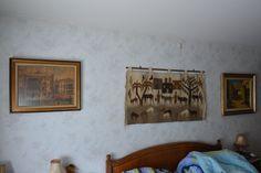Muur slaapkamer, met wandtapijt in het midden