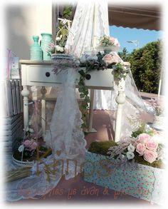 Στολισμός βάπτισης στο χρώμα της μέντας με floral στοιχεία Wedding Decorations, Table Decorations, Diy Decoration, Wedding Ideas, Vintage Decor, Christening, Sarah Kay, Lanterns, Bridal Shower