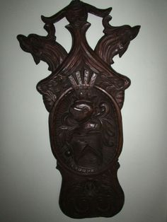 ANTIQUE CARVED COAT OF ARMS SOLID WOOD KNIGHT ESQUIRE CHEVRON GRIFFIN EAGLE