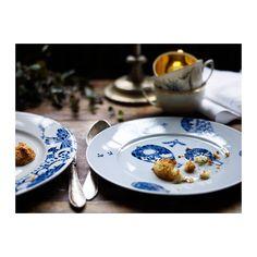 PROMENAD Talerzyk IKEA Klasyczna zastawa stołowa z niepowtarzalnym, wesołym wzorem inspirowanym tradycyjnymi ręcznie malowanymi płytkami.