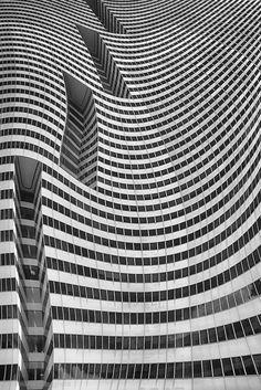 Distortion - graphic patterns in architecture // Ph. Roxana Labagnara