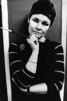 Young Dame Judi Dench. Looking very Frenchy here.