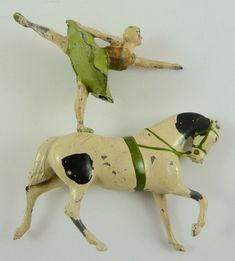 Britains equestrienne on trotting horse Britains Toys, Vintage Tins, Vintage Dolls, Vintage Antiques, Horse Art, Horse Horse, Old Games, Retro Toys, Toy Soldiers