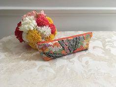 Etsy のJapanese Vintage Kimono Zipper Pouch Handmade, Pencil Case, Cosmetic Bag(ショップ名:MayuCraft)