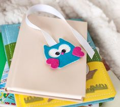 Create a fun little owl Bookmark for your little Bookworm using your Cricut Explore machine and some Craft foam!