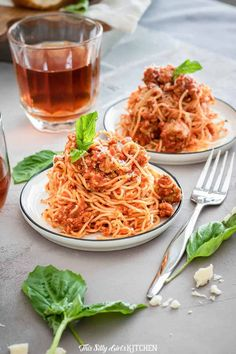 Meat Sauce made with easy homemade ground turkey sausage and bottled sauce makes this recipe easy, fast, and full of flavor. Meat Sauce Recipes, Healthy Pasta Recipes, Sausage Recipes, Easy Dinner Recipes, Easy Meals, Delicious Recipes, Easy Recipes, Ground Turkey And Sausage Recipe, Turkey Meatballs Crockpot