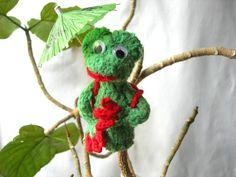 """FabelHaft  Fingerpuppe  """"Froggy"""" von Hellas Kunst und Kreativwerkstatt auf DaWanda.com nimmt an der Aktion Kunstraub Nr. 10 teil."""