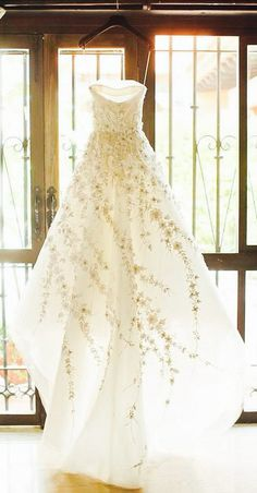 Splendida abito da sposa primaverile. Pretty Spring wedding dress Carolina Herrera