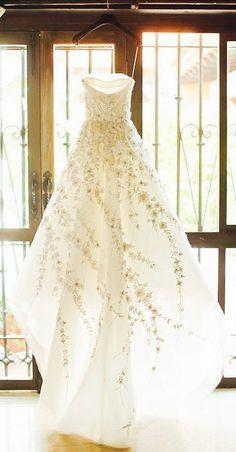 Pretty Spring wedding dress Carolina Herrera