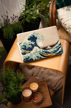 MacBook decal skin cover with Great Wave of Kanagawa. Made to protect and look fabulous. Easy to apply with no bubbles and goo-free removal. Macbook Skin, Apple Laptop Macbook, Laptop Skin, Vintage Leather Messenger Bag, Leather Laptop Bag, Laptop Bags, Leather Bags, Macbook Pro Tips, Macbook Pro 13 Case