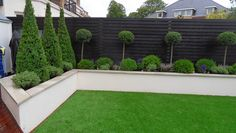 Contemporary Garden Design Ideas For Small Gardens provided Landscape Gardening Franchise near Landscape Gardening Kilmarnock. Contemporary Garden, Fence Design, Front Garden, Small Gardens, Garden Wall, Front Yard, Black Garden