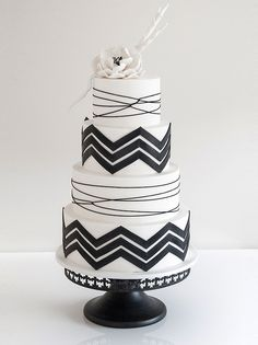 I hate making Chevron cakes it this one is gorgeous.Black and white chevron wedding cake by Coco Cakes. Black White Cakes, Black And White Wedding Cake, White Wedding Cakes, Striped Wedding, Cake Wedding, Gold Wedding, Beautiful Cake Pictures, Beautiful Cakes, Cupcakes