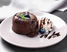 Lava cake - a csokiimádók álma Lava Cakes, Food And Drink, Pudding, Sweets, Cookies, Baking, Recipes, Snacks, Crack Crackers