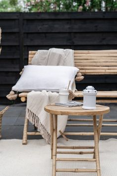 Bamboe tuinset - ELLE INTERIEUR Outdoor Spaces, Outdoor Living, Cane Furniture, Outdoor Landscaping, Dream Decor, Small Gardens, Living Room Bedroom, Restaurant Design, Kitchen Decor