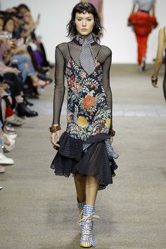 See the complete House of Holland Spring 2017 Ready-to-Wear collection.