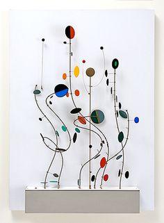 Kinetic Object, 1999 by Abraham Palatnik. Mobile Sculpture, Modern Sculpture, Abstract Sculpture, Sculpture Art, Mobiles Art, Arte Linear, Wind Sculptures, Kinetic Art, Wire Art