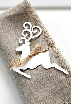 I love this rustic reindeer napkin tags. Perfect for the Christmas  table. #commissionlink #napkintag #rustic #reindeer #white #holiday #christmastable