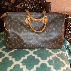 Authentic  Louis  Vuitton  Speedy 40 Great bag. Corners are good. No exposed  pipping. Retail 1200 Louis Vuitton Bags Satchels