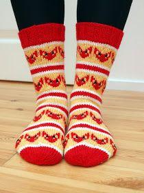 Kettusukat taisivat sulattaa muutaman sydämen, joten tein toisetkin sellaiset. Tai oikeastaan näitä on listalla kahdet. Tällä kertaa kutom... Wool Socks, Knitting Socks, Yarn Thread, Knit Crochet, Ketut, Handmade, Crafts, Foxes, Knits