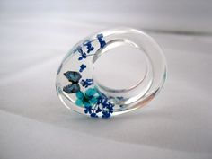 Polyester and Acrylic  ring :copyright:Atelier de Jade