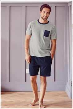 Is your night wear not comfortable? Then maybe you should opt for some other nightwear for men instead. These night wear clothes will help you sleep comfortably through out the entire night. Big Men Fashion, Mens Fashion Shoes, Men's Fashion, Tobias Sorensen, Mens Sleepwear, Mens Pyjamas, Men's Loungewear, Barefoot Men, Male Feet
