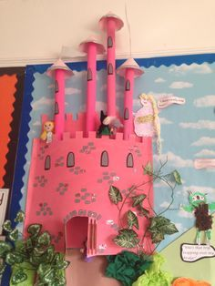 Create a way for Rapunzel to escape the tower to rescue herself Class Displays, School Displays, Library Displays, Classroom Displays, Classroom Door, Classroom Themes, Chateau Fort Moyen Age, Castles Topic, Fairy Tales Unit