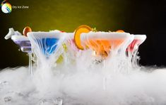 Czy można pic drinki z suchym lodem. Drinki z suchym lodem są bezpieczne gdy wiemy jak je pic. Dla swojego bezpieczeństwa powinniśmy pic drinki przez odpowiednie słomki które posiadają wkład zabezpieczający.