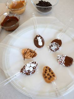 Stirring Up Snowman Chocolate Spoons | Make and Takes