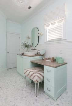 Domain Interiors & Design (House of Turquoise) Coastal Bathroom Decor, Beach House Bathroom, Beach Cottage Decor, Coastal Decor, House Of Turquoise, House Colors, Home Interior Design, Home Accessories, Home Furniture