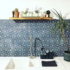 kitchen splashbacks In love with this image of our navy Octagon tiles, used here as a kitchen splashback Patterned Kitchen Tiles, Blue Kitchen Tiles, Colourful Kitchen Tiles, Kitchen Tiles Design, Blue Tiles, Home Deco, Kitchen Splashback Tiles, Splashback Ideas, Tiled Hallway